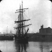 Whaling ship leaving Dundee